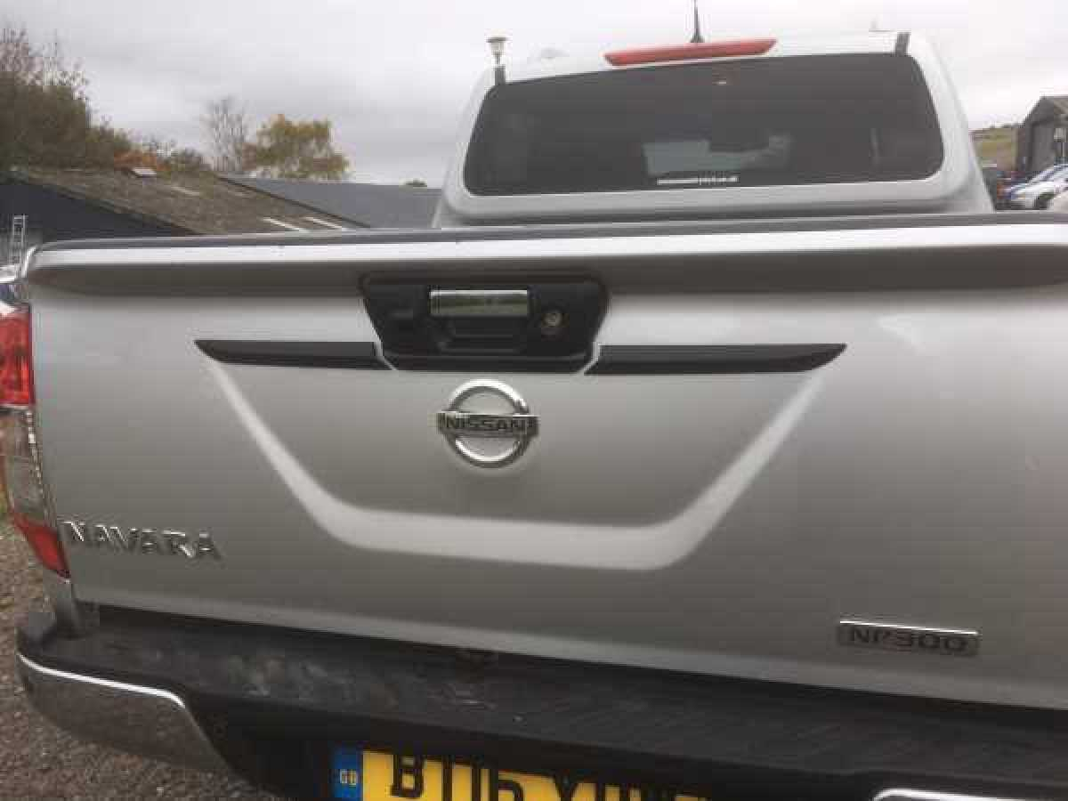 Nissan Navara NP300 (2016-ON) Tailgate handle cover - BLACK Double Cab
