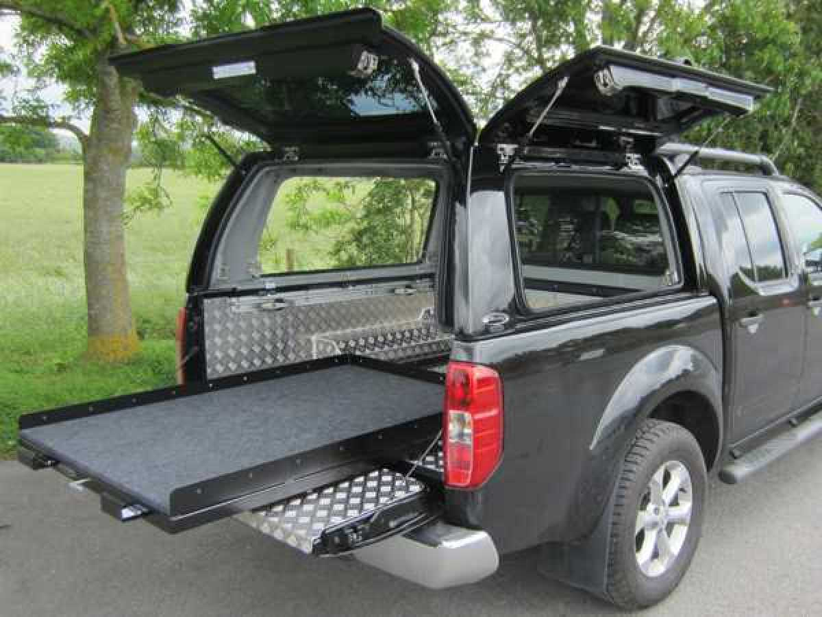 Nissan Navara D40 Avenger Solid Sided, Glass Rear Door - QM1 Alabaster White  Hardtop Double Cab