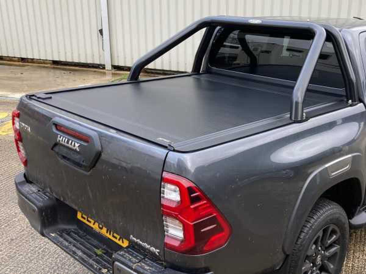 Toyota Hilux MK11 / Rocco (20-ON) RetraxONE MX Roller Top Double Cab