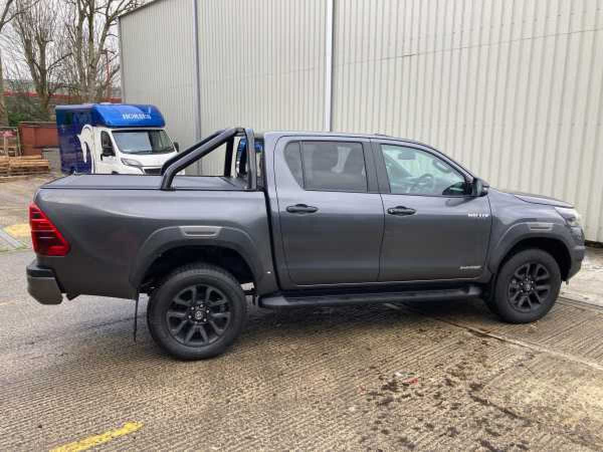 photo for Toyota Hilux MK11 / Rocco (20-ON) RetraxONE MX Roller Top Double Cab